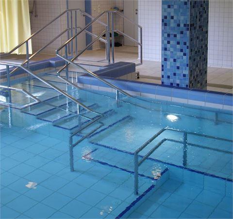 Schwimmbadstufen