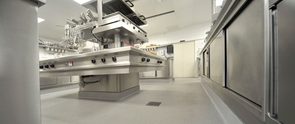 fugenlose industrieböden, küchenböden und designböden - Wandbeschichtung Küche